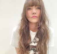 髪色に迷ったらミルクティーアッシュで決まり♡誰からも愛されるヘアカラーに。