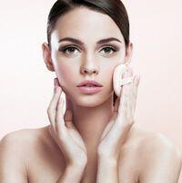 しっとりと美しく。美肌に仕上げるためのファンデーションの塗り方とは?