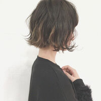 黒髪にインナーカラーをプラス。これ以上オシャレなヘアスタイルってあるの?