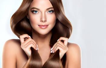 サラサラ 髪の毛 方法 を に する