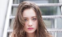 髪の分け目を変えて即イメチェン!そのメリットと印象の違いを解説