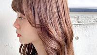「顔周りリバース&外ハネのくびれヘア」が女っぽい!