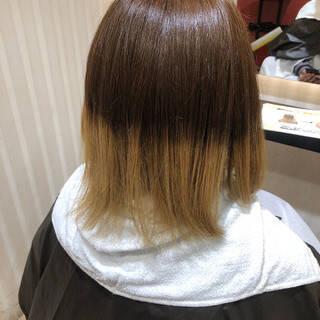エレガント グレージュ 切りっぱなしボブ 大人ハイライトヘアスタイルや髪型の写真・画像