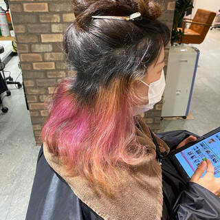 インナーカラー ブリーチ必須 ナチュラル カラーバターヘアスタイルや髪型の写真・画像