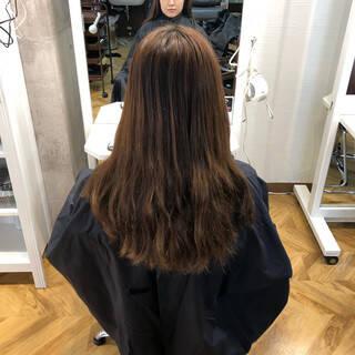 外国人風カラー ミルクティーグレージュ ロング グレージュヘアスタイルや髪型の写真・画像