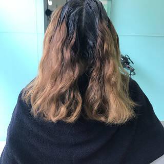 ストリート ベージュ セミロング インナーカラーヘアスタイルや髪型の写真・画像