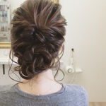 難しいと思ってない?簡単にできるロングの編み込みヘアアレンジ