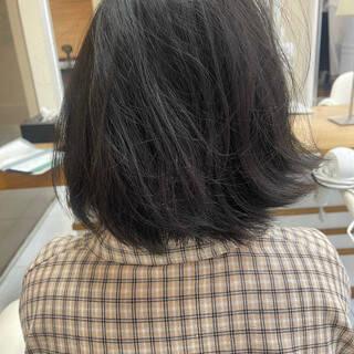 ミディアム ミニボブ 縮毛矯正 フェミニンヘアスタイルや髪型の写真・画像
