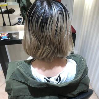 ストリート ショートボブ 派手髪 ホワイトシルバーヘアスタイルや髪型の写真・画像