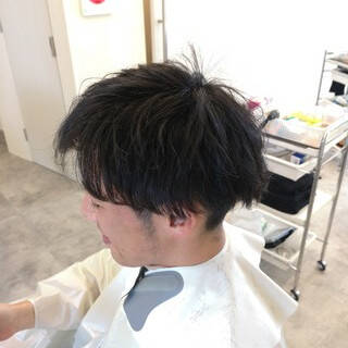 ショート 黒髪 オフィス パーマヘアスタイルや髪型の写真・画像