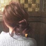 毎日の簡単レシピ。セミロングのヘアアレンジは抜け感と女らしさで作る