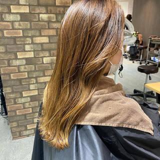 透明感 ベージュ アッシュベージュ イルミナカラーヘアスタイルや髪型の写真・画像