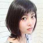 大人しい印象の黒髪もおしゃれな髪型になれる垢抜けミディアムヘア♡