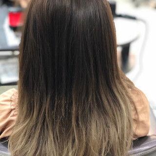 フェミニン セミロング グレージュ グラデーションカラーヘアスタイルや髪型の写真・画像