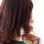ミディアムヘアを春っぽくアップデートするなら、ピンクバイオレットカラーをON♡