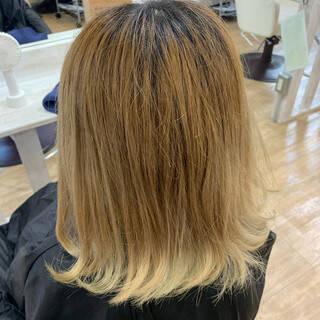 ミニボブ インナーカラー ボブ フェミニンヘアスタイルや髪型の写真・画像