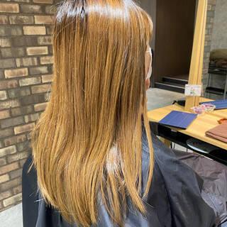 ロング ナチュラル アッシュベージュ イルミナカラーヘアスタイルや髪型の写真・画像