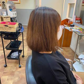 ボブ サラサラ アッシュベージュ ナチュラルヘアスタイルや髪型の写真・画像