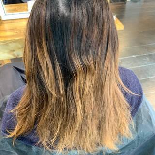 エアータッチ 3Dハイライト シルバー ミディアムヘアスタイルや髪型の写真・画像