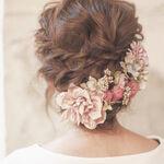 結婚式シーズン到来!お呼ばれヘアは「小物使い」で周りと差をつけましょう