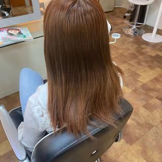 オレンジ オレンジカラー セミロング インナーカラーオレンジヘアスタイルや髪型の写真・画像