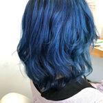 ブルー系の髪色を入れて、いつもの自分とは違う雰囲気を醸し出そう!