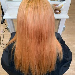 セミロング チェリーレッド 派手髪 コリアンカラーヘアスタイルや髪型の写真・画像