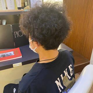 メンズパーマ メンズカット メンズスタイル モードヘアスタイルや髪型の写真・画像