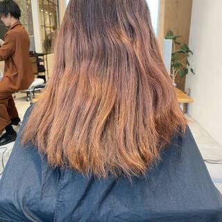 地毛風カラー グレージュ 切りっぱなしボブ ナチュラルヘアスタイルや髪型の写真・画像