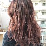 美肌効果抜群!オシャレ女子の髪色はピンクベージュで決まり!