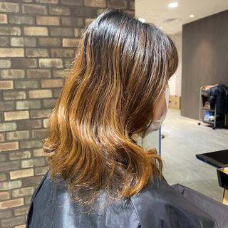 ミルクティーベージュ ボブ インナーカラー ベージュヘアスタイルや髪型の写真・画像