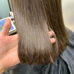 オリーブアッシュ オリーブグレージュ オリーブカラー ナチュラル ヘアスタイルや髪型の写真・画像
