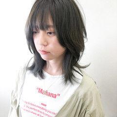 レイヤースタイル ナチュラル ブリーチなし マットグレージュ ヘアスタイルや髪型の写真・画像