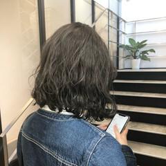 オリーブアッシュ アッシュグレー アッシュ 切りっぱなしボブ ヘアスタイルや髪型の写真・画像
