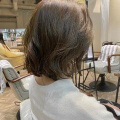 イルミナカラー ボブ オリーブ オリーブベージュ ヘアスタイルや髪型の写真・画像
