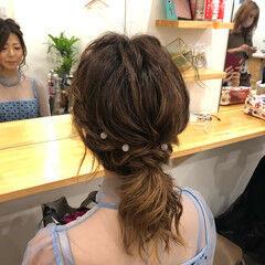 ポニーテールアレンジ フェミニン ツイスト ミディアム ヘアスタイルや髪型の写真・画像
