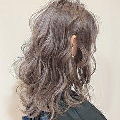 セミロング ブリーチ ナチュラル ダブルカラー ヘアスタイルや髪型の写真・画像