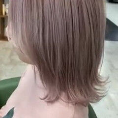 ミルクグレージュ ブリーチカラー ブリーチ必須 ミディアム ヘアスタイルや髪型の写真・画像