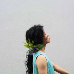 ポニーテールアレンジ 結婚式アレンジ お花ヘア 生花アレンジ ヘアスタイルや髪型の写真・画像