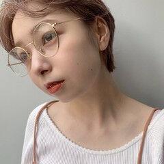 メガネ ショート 外国人風 ナチュラル ヘアスタイルや髪型の写真・画像