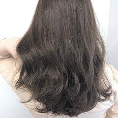 シルバーアッシュ イルミナカラー モカブラウン ロング ヘアスタイルや髪型の写真・画像