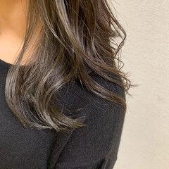 モノトーン ミディアム グレー ナチュラル ヘアスタイルや髪型の写真・画像