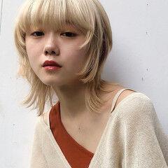 ホワイトブリーチ ホワイトベージュ ミディアム ホワイトアッシュ ヘアスタイルや髪型の写真・画像