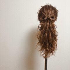 セミロング ポニーテールアレンジ ポニーテール リボンアレンジ ヘアスタイルや髪型の写真・画像