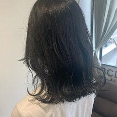 ナチュラル ミディアム 波ウェーブ 外ハネ ヘアスタイルや髪型の写真・画像