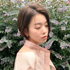 オリーブベージュ 透明感カラー ショートボブ ショート ヘアスタイルや髪型の写真・画像