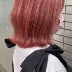 ピンクベージュ ピンクヘア 外ハネボブ ボブ ヘアスタイルや髪型の写真・画像