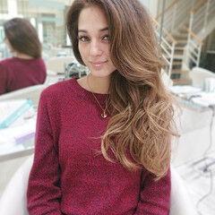 ロング ウルフカット フェミニン インナーカラー ヘアスタイルや髪型の写真・画像