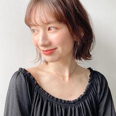 外ハネボブ デート 簡単ヘアアレンジ フェミニン ヘアスタイルや髪型の写真・画像