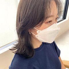 ダークグレー 韓国ヘア ミディアム レイヤーカット ヘアスタイルや髪型の写真・画像